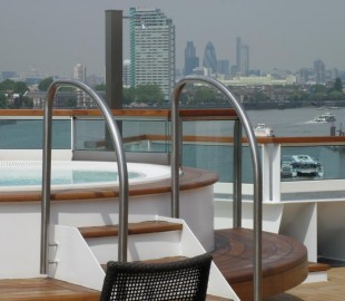 Seabourn Sojourn on the Thames at Greenwich