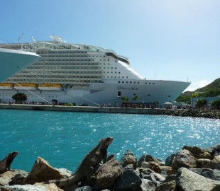 OASIS OF THE SEAS IN ST.THOMAS