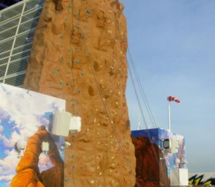 Climbing wall on funnel