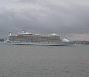 Oasis of the Seas approaching Ryde