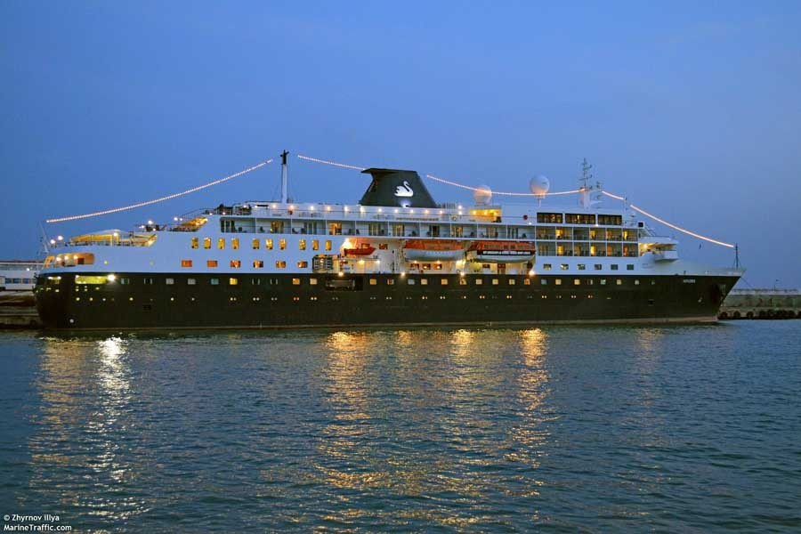 Five Best Ships For Night Time Entertainment
