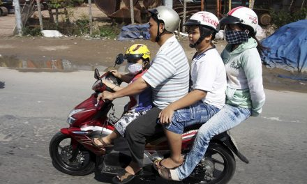 15 Images Of Vietnamese Moped Users Getting It Completely Wrong