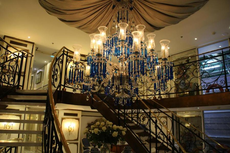 grand chandelier in the Antoinette