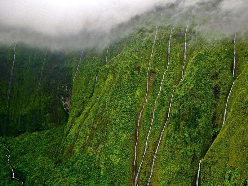weeping-wall-kauai-hawaii_82261_990x742[1]