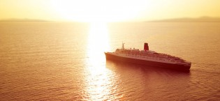 Queen Elizabeth 2 During a Sunset