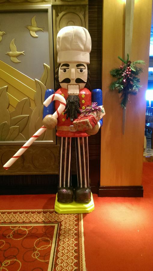 Christmas decoration on QM2 christmas cruise