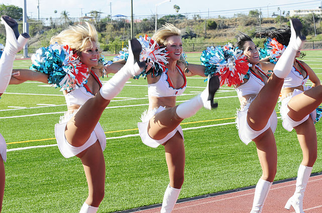 640px-Miami_Dolphins_cheerleaders_visit_Guantanamo_-k[1]
