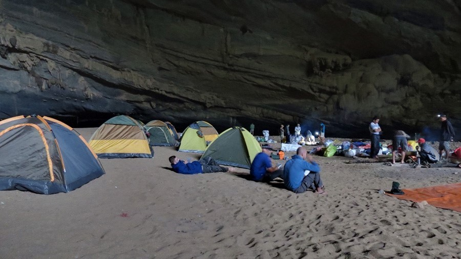 Son Doong camping