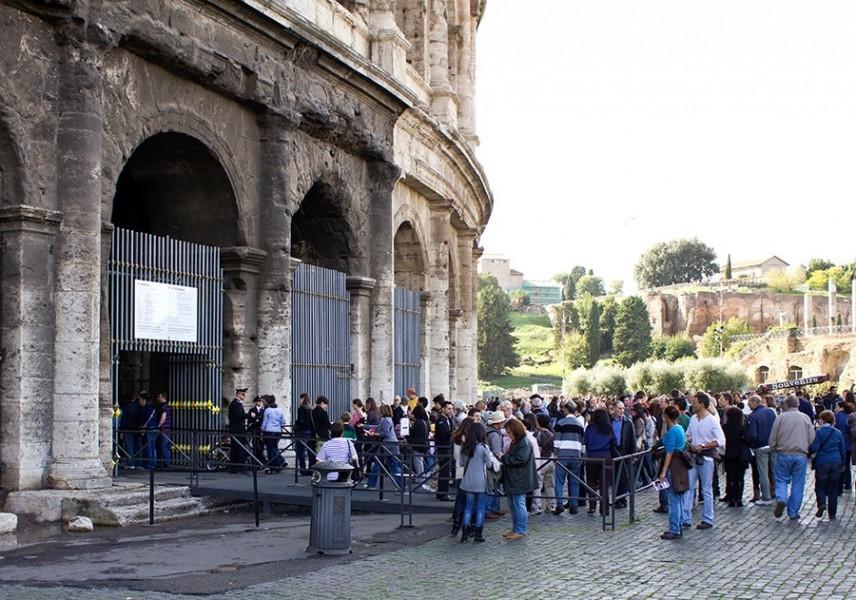 queue for the colusseum