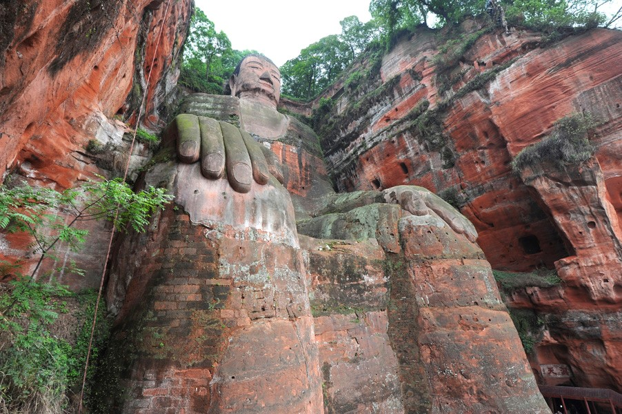 Giant budhha statue