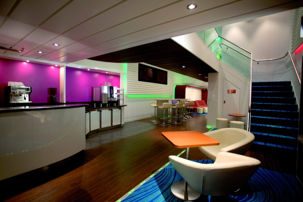 Norwegian Cruise Line - Singles Studio area