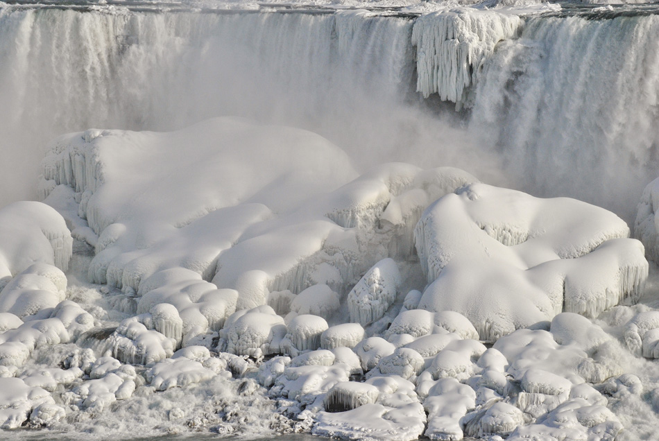 Niagra falls frozen