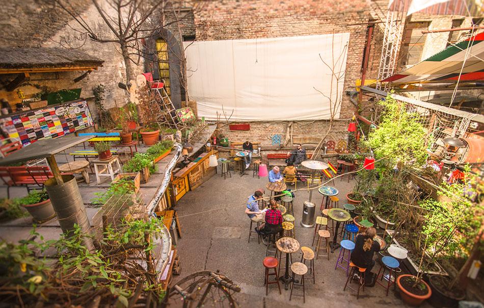 Weekend in Budapest Szimpla Kert ruin bar