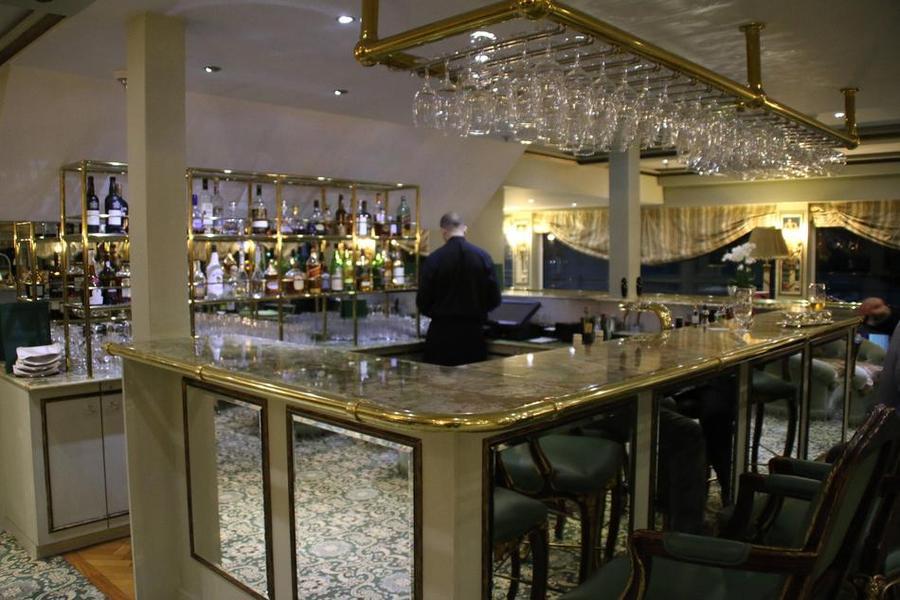 Antoinette public lounge