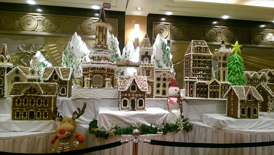 Ginger bread display on the QM2 at Christmas