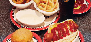 Johnny-rockets-food-900x596[1]