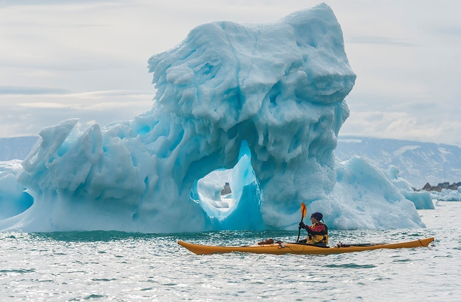 canoe with hurtigruten