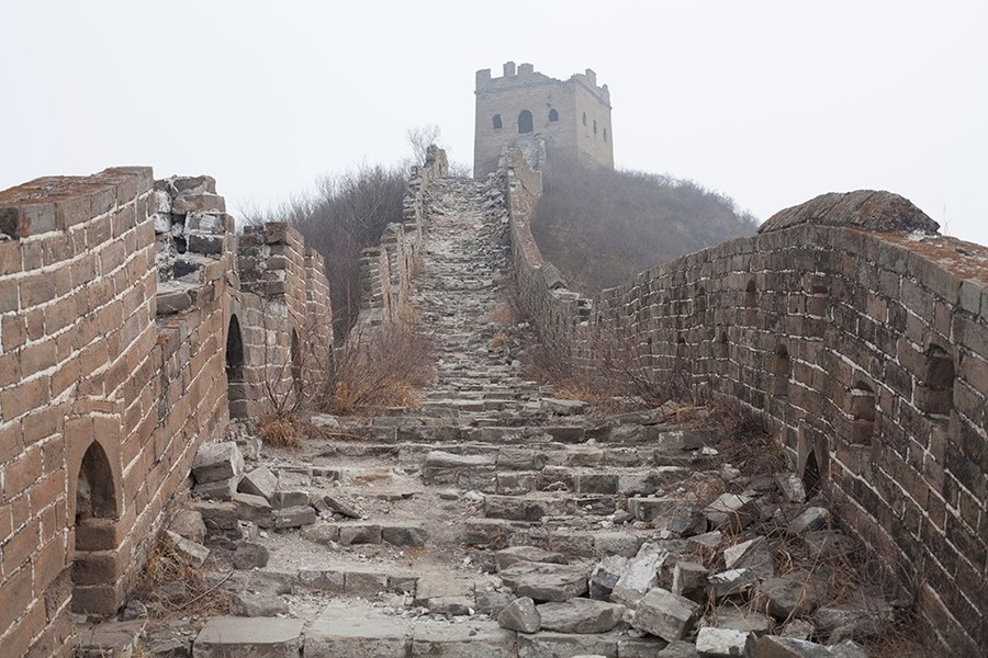 great wall of china ruined walkway