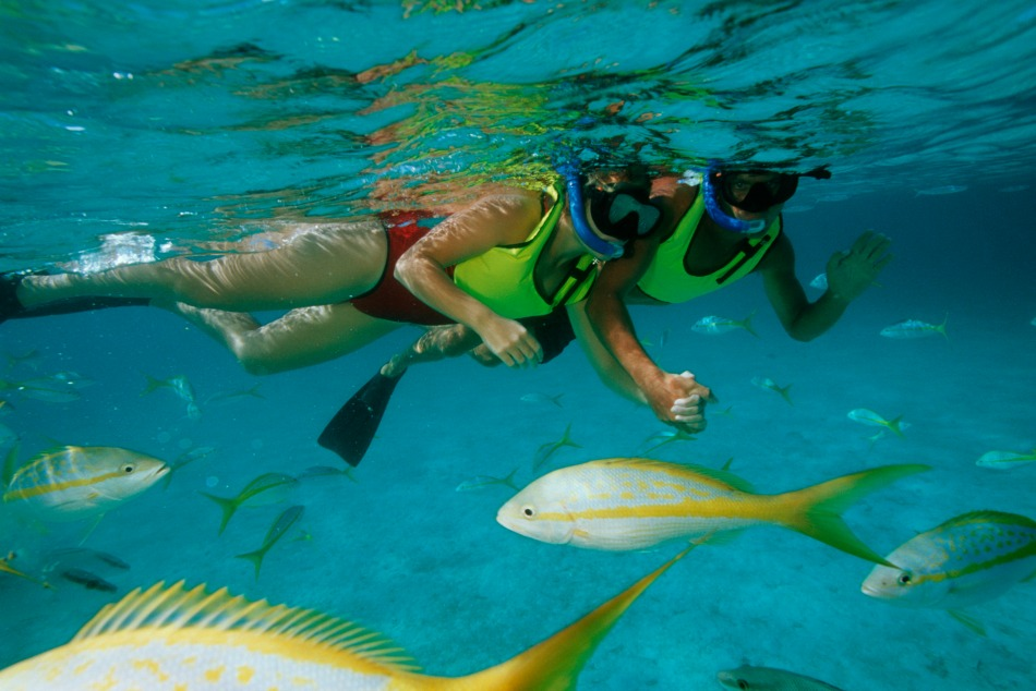 CatawayCay-Couple-Snorkeling