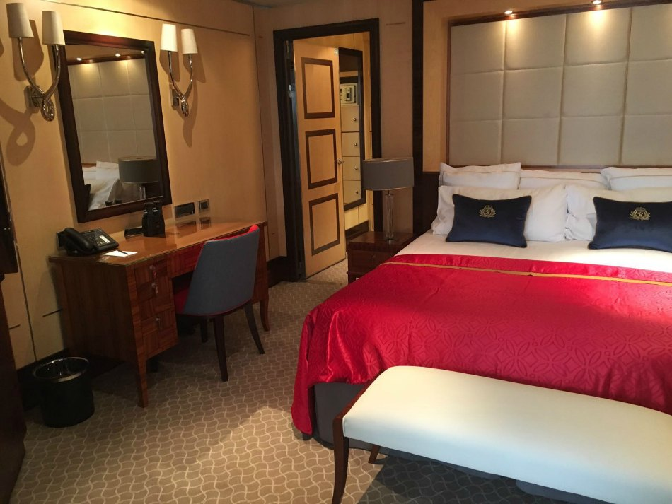 qm2 remastered grill suite
