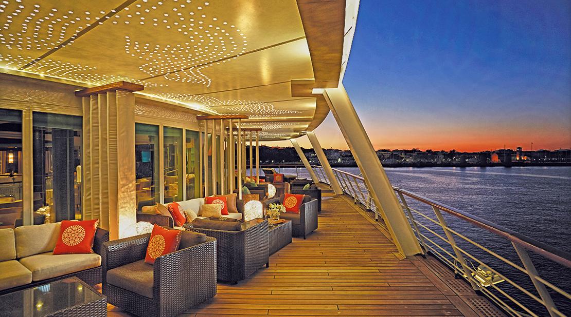 Seven Seas Voyager Horizon Lounge Deck